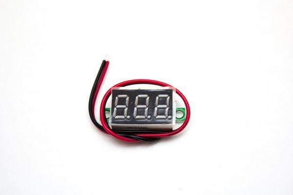Digitales Voltmeter mit LED-Anzeige