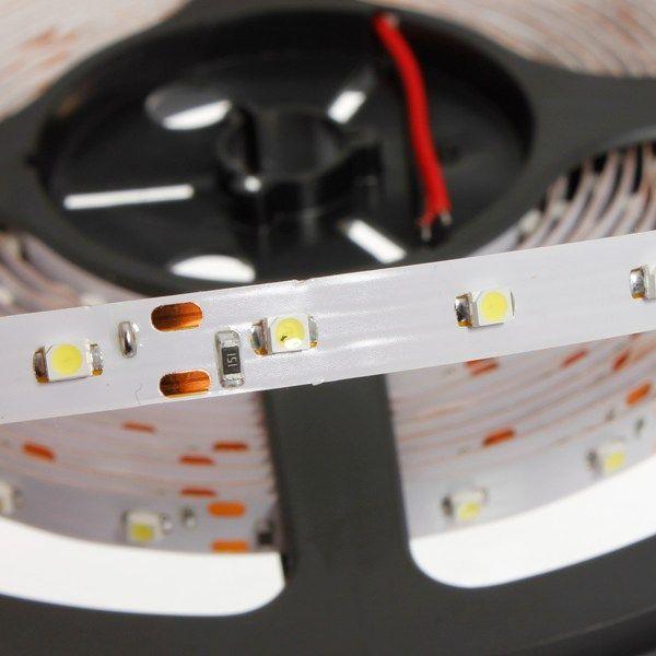 5m LED-Strip kaltweiß mit 300 SMD 3528 LEDs, 12V DC IP20